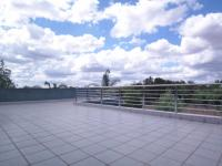 Balcony - 85 square meters of property in Willow Acres Estate