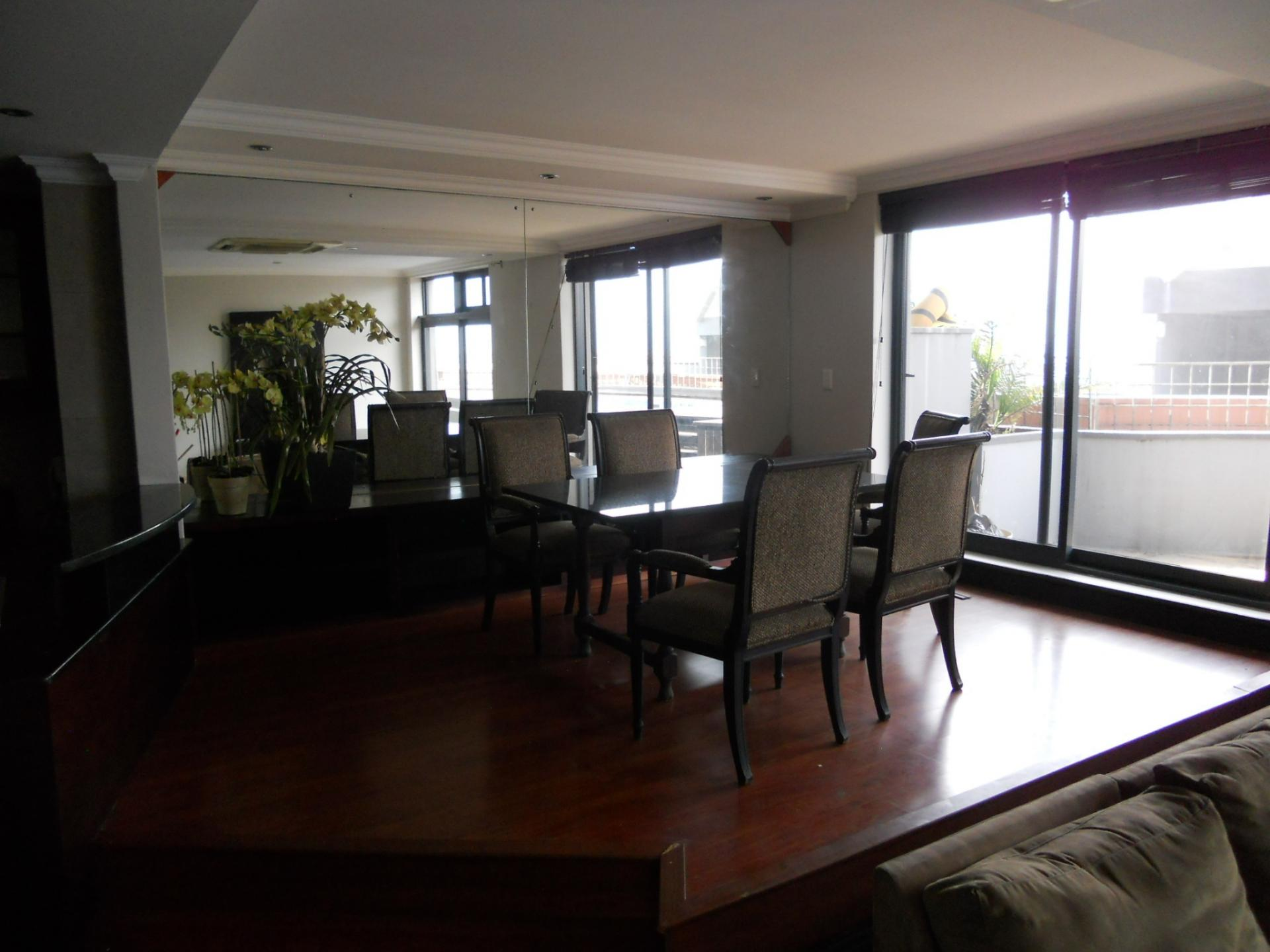 Dining Room - 28 square meters of property in Point