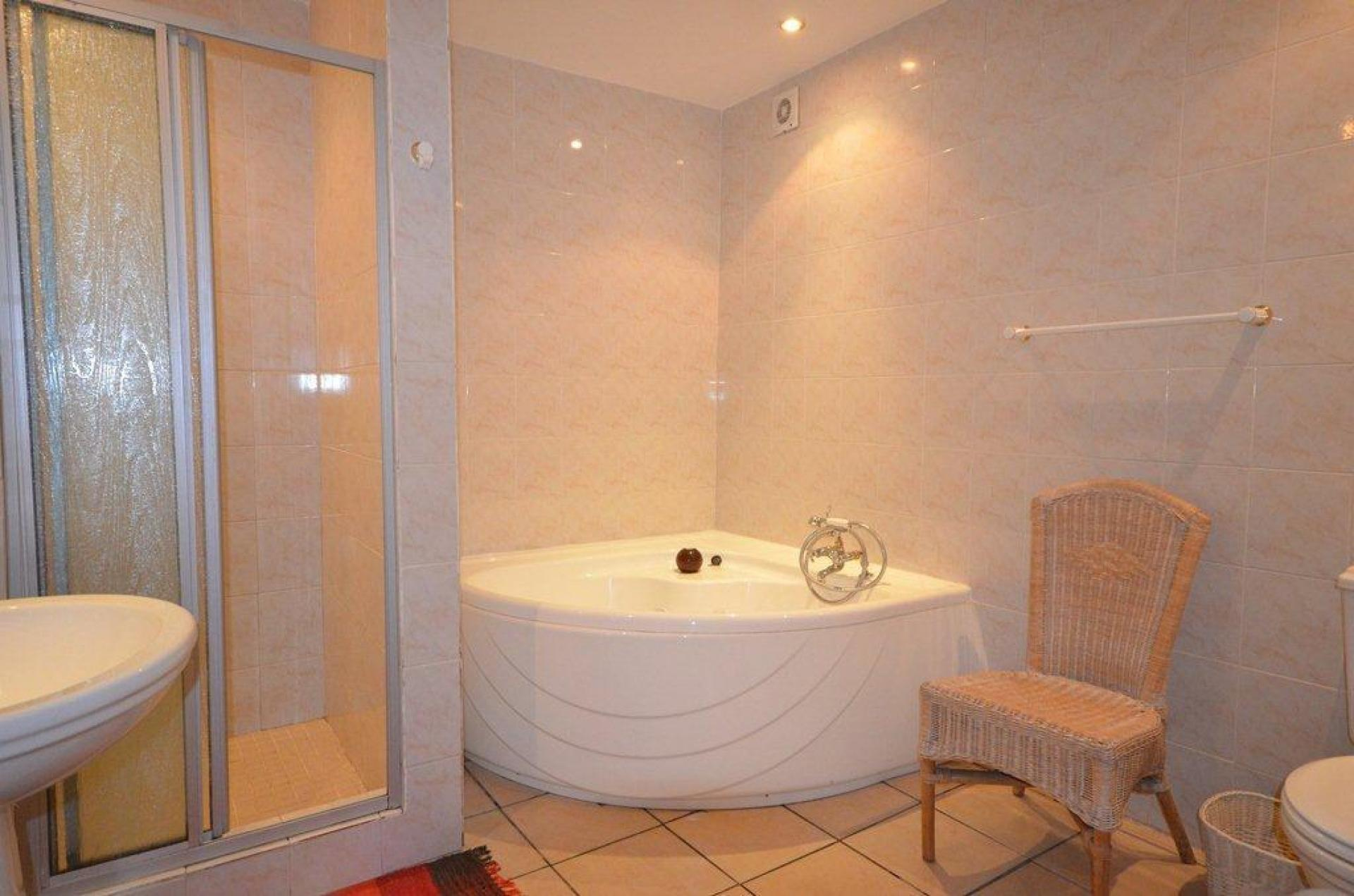 Main Bathroom - 8 square meters of property in Plettenberg Bay