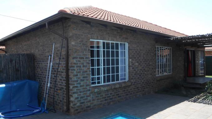 3 Bedroom Sectional Title For Sale in Nigel - Private Sale - MR136984