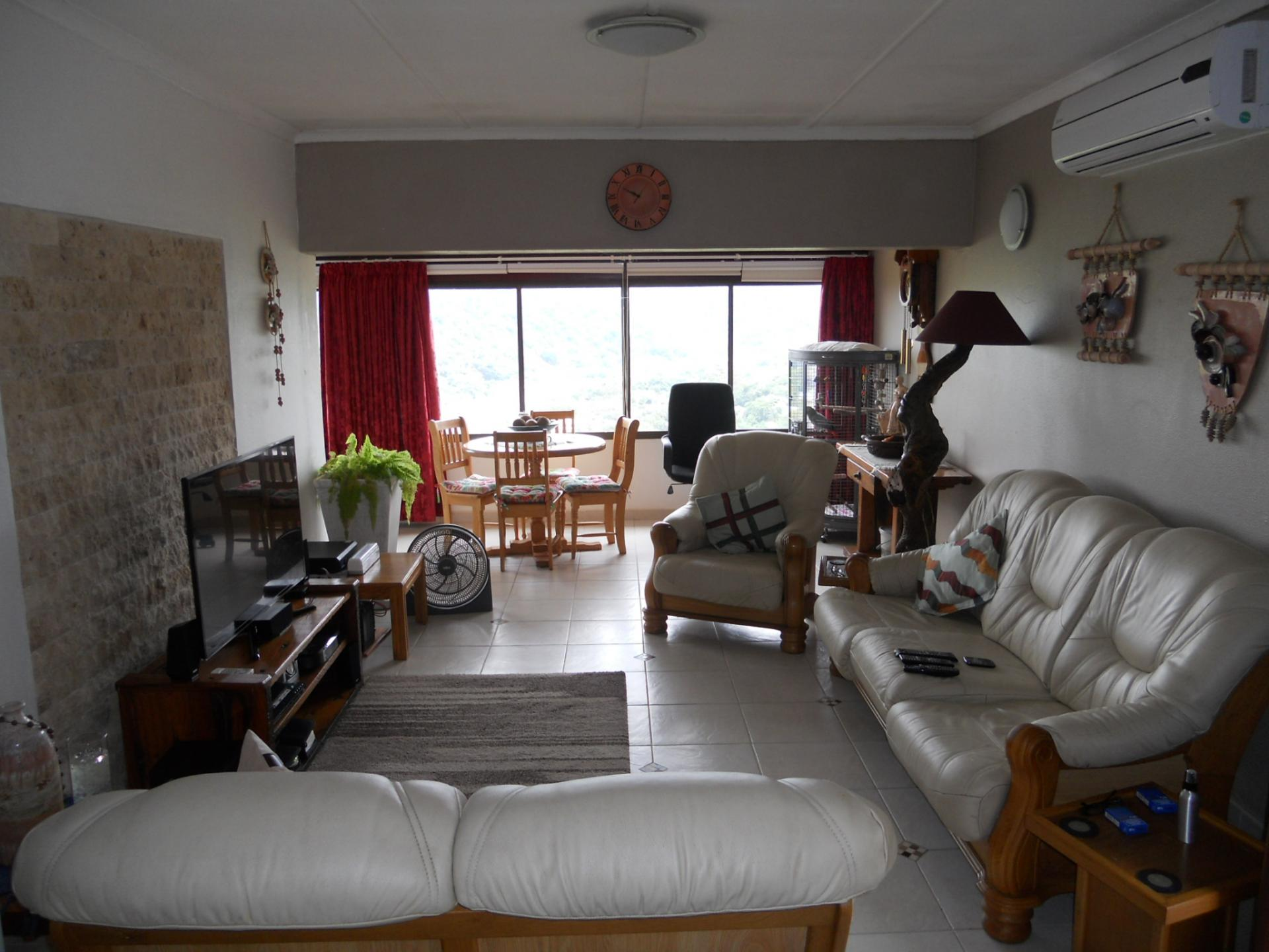 Lounges - 21 square meters of property in Port Edward