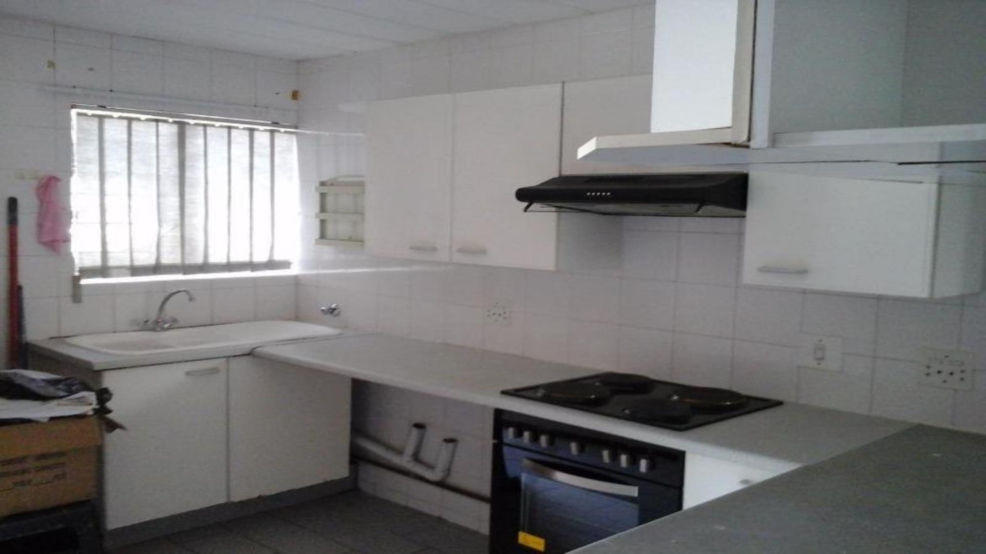 Kitchen - 11 square meters of property in President Park A.H.