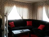 Lounges - 31 square meters of property in Soshanguve