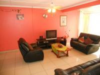 Lounges - 29 square meters of property in Woodhaven