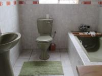 Main Bathroom - 13 square meters of property in Roodekop
