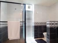Main Bathroom - 17 square meters of property in Waterkloof