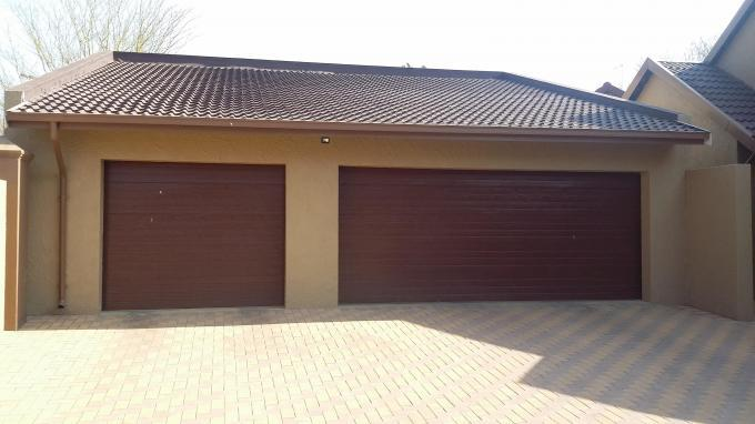 4 Bedroom House for Sale For Sale in Kempton Park - Home Sell - MR137376