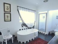 Main Bathroom of property in Waterkloof