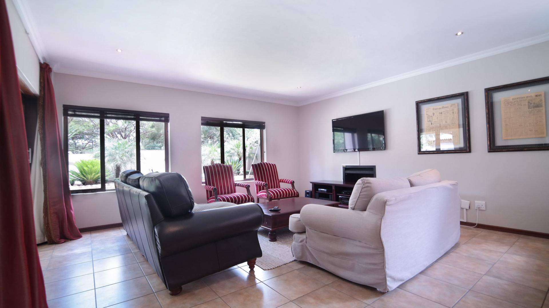 Lounges - 48 square meters of property in Willow Acres Estate