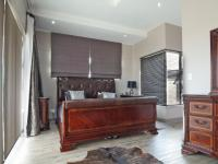 Main Bedroom - 37 square meters of property in Silverwoods Country Estate