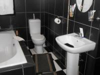 Bathroom 1 - 5 square meters of property in Strubenvale
