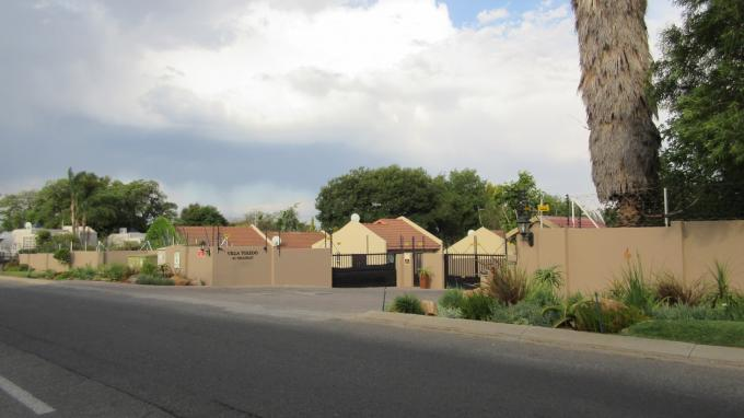 2 Bedroom Sectional Title For Sale in Fourways - Private Sale - MR137620