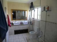Main Bathroom - 13 square meters of property in Illovo Beach