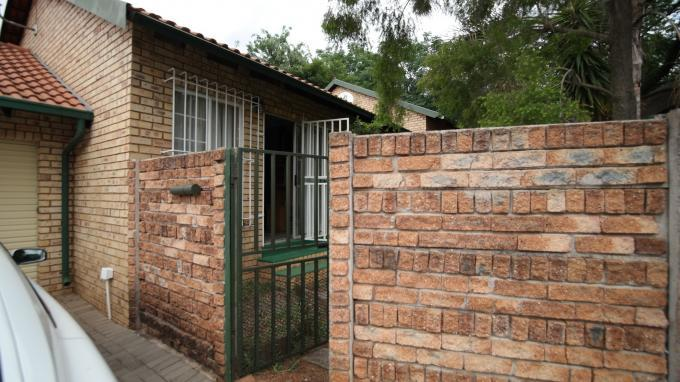 2 Bedroom Simplex for Sale For Sale in Die Wilgers - Home Sell - MR137859