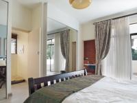 Main Bedroom - 29 square meters of property in Waterkloof Heights