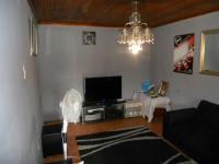 Lounges - 26 square meters of property in Caneside