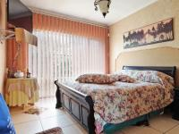 Main Bedroom - 20 square meters of property in Constantia Glen