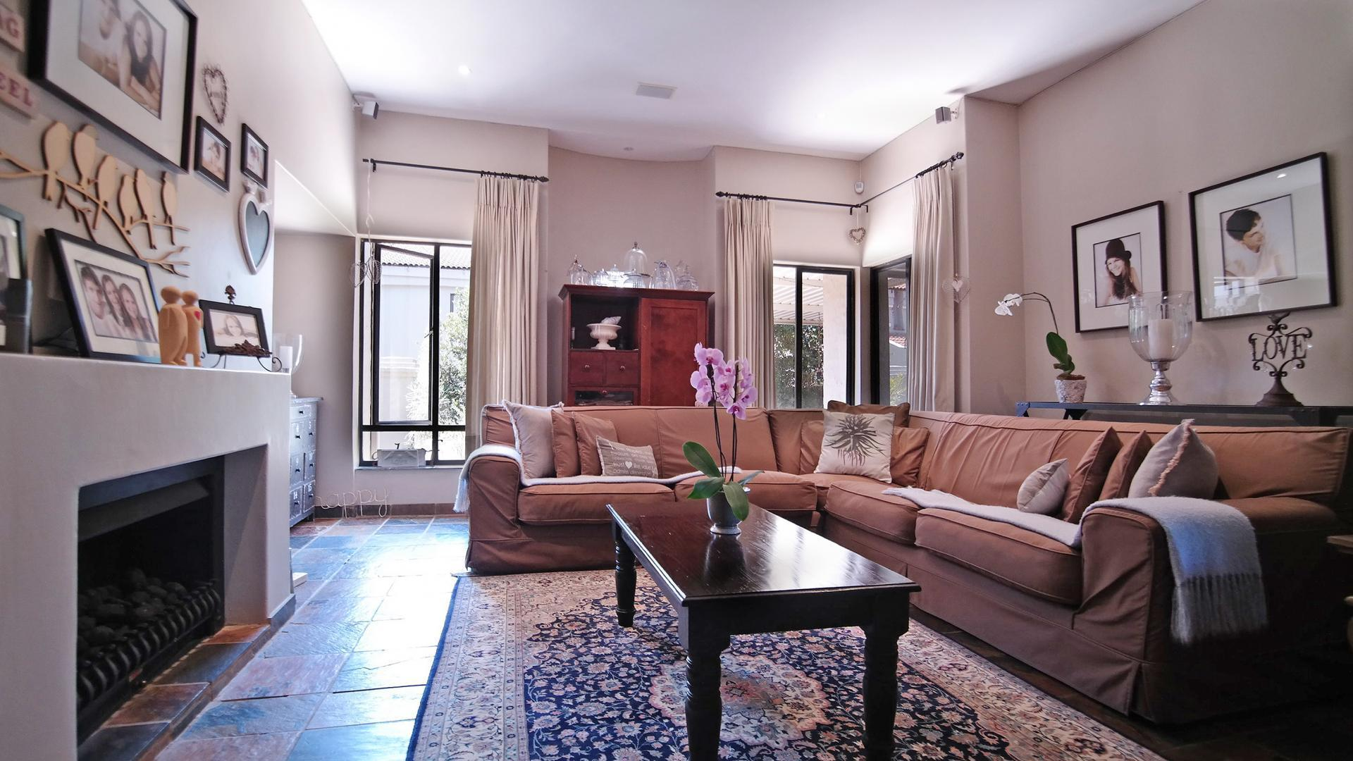 Lounges - 54 square meters of property in Woodhill Golf Estate