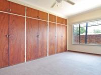 Main Bedroom - 20 square meters of property in Waterkloof Glen