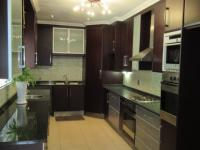 Kitchen - 16 square meters of property in Florida Hills