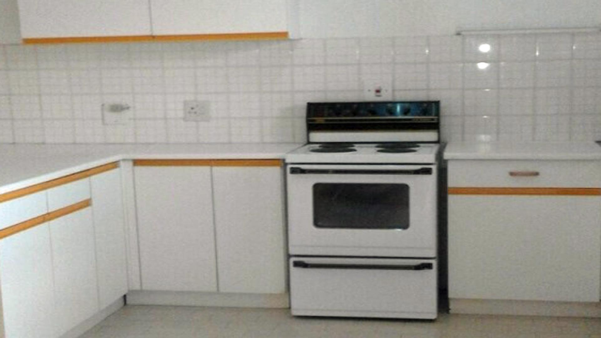 Kitchen - 14 square meters of property in Sunnyside