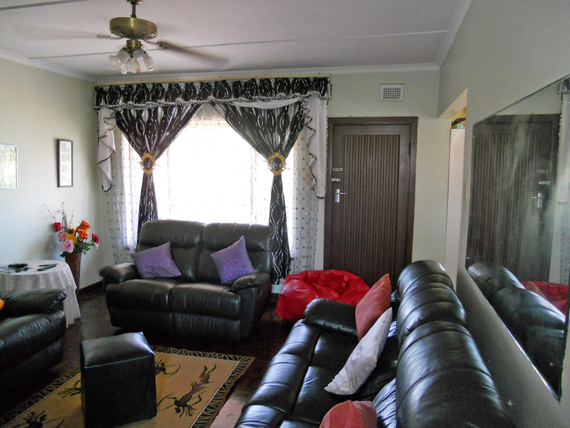 Lounges - 21 square meters of property in Mobeni Heights