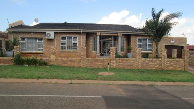 3 Bedroom House for Sale For Sale in Lenasia South - Home Sell - MR138588