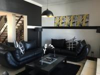 Lounges - 16 square meters of property in Emalahleni (Witbank)