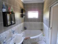 Main Bathroom - 10 square meters of property in Yellowwood Park