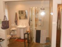 Main Bathroom - 8 square meters of property in Theresapark