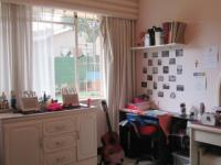 Bed Room 2 - 17 square meters of property in Observatory - JHB