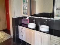 Main Bathroom of property in Vorna Valley