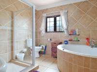 Bathroom 3+ - 9 square meters of property in Six Fountains Estate