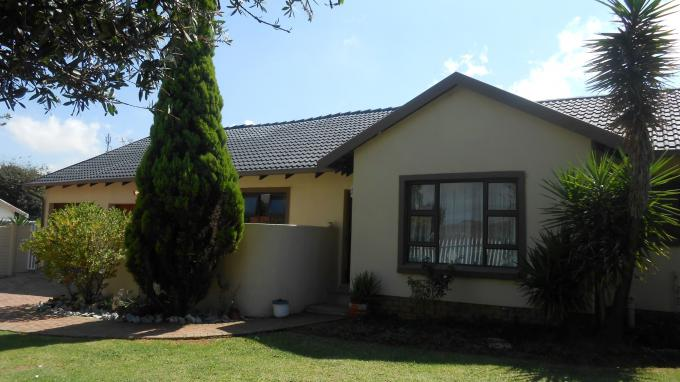 4 Bedroom House For Sale in Witpoortjie - Home Sell - MR139485