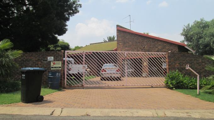 Standard Bank EasySell House for Sale For Sale in Vanderbijlpark - MR139549