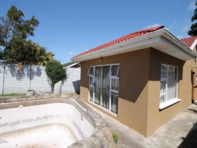 Standard Bank EasySell House For Sale in Beacon Bay - MR139554