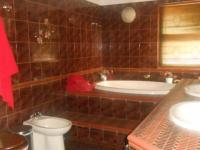 Main Bathroom - 14 square meters