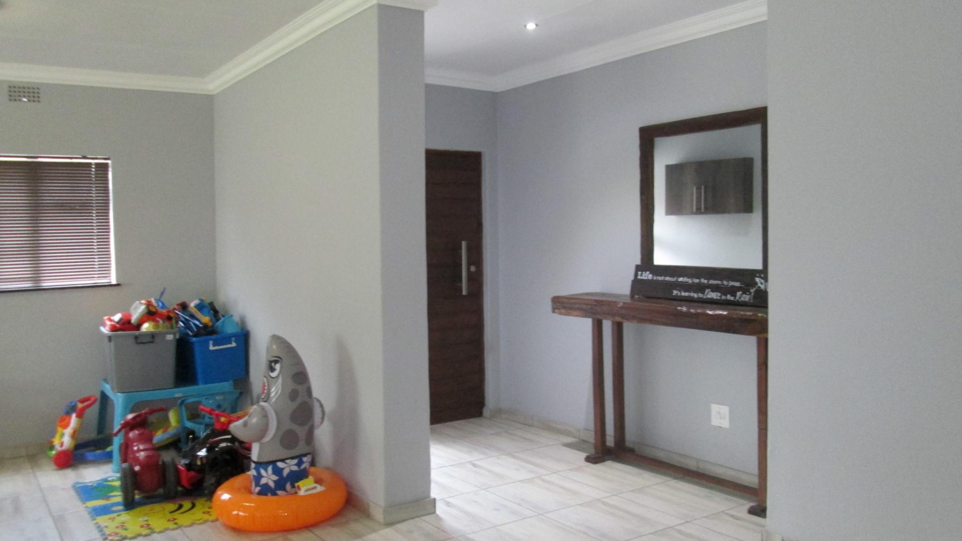 Spaces - 16 square meters of property in Vaalpark