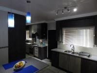 Kitchen - 22 square meters of property in Vaalpark