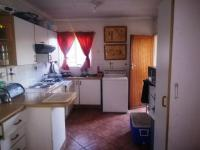 Kitchen - 14 square meters of property in Klippoortje North