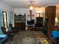 Lounges - 32 square meters of property in Umkomaas