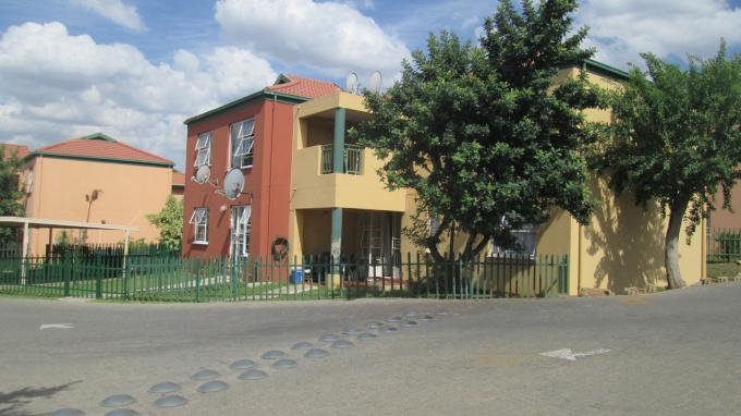 Standard Bank EasySell 2 Bedroom Sectional Title For Sale in Linmeyer - MR139673