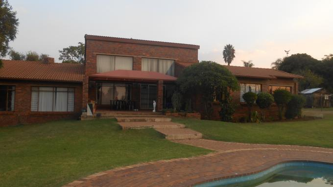 4 Bedroom House for Sale For Sale in Ruimsig - Home Sell - MR139759
