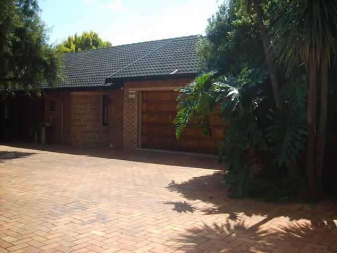 Standard Bank EasySell 3 Bedroom House For Sale in Lenasia South - MR139894