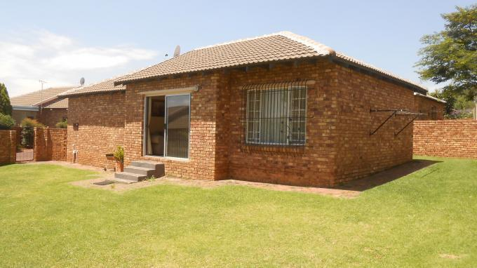 2 Bedroom Cluster For Sale in Radiokop - Private Sale - MR139961
