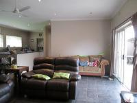 Lounges - 37 square meters of property in Rothdene
