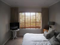 Main Bedroom - 17 square meters of property in Atholl Heights