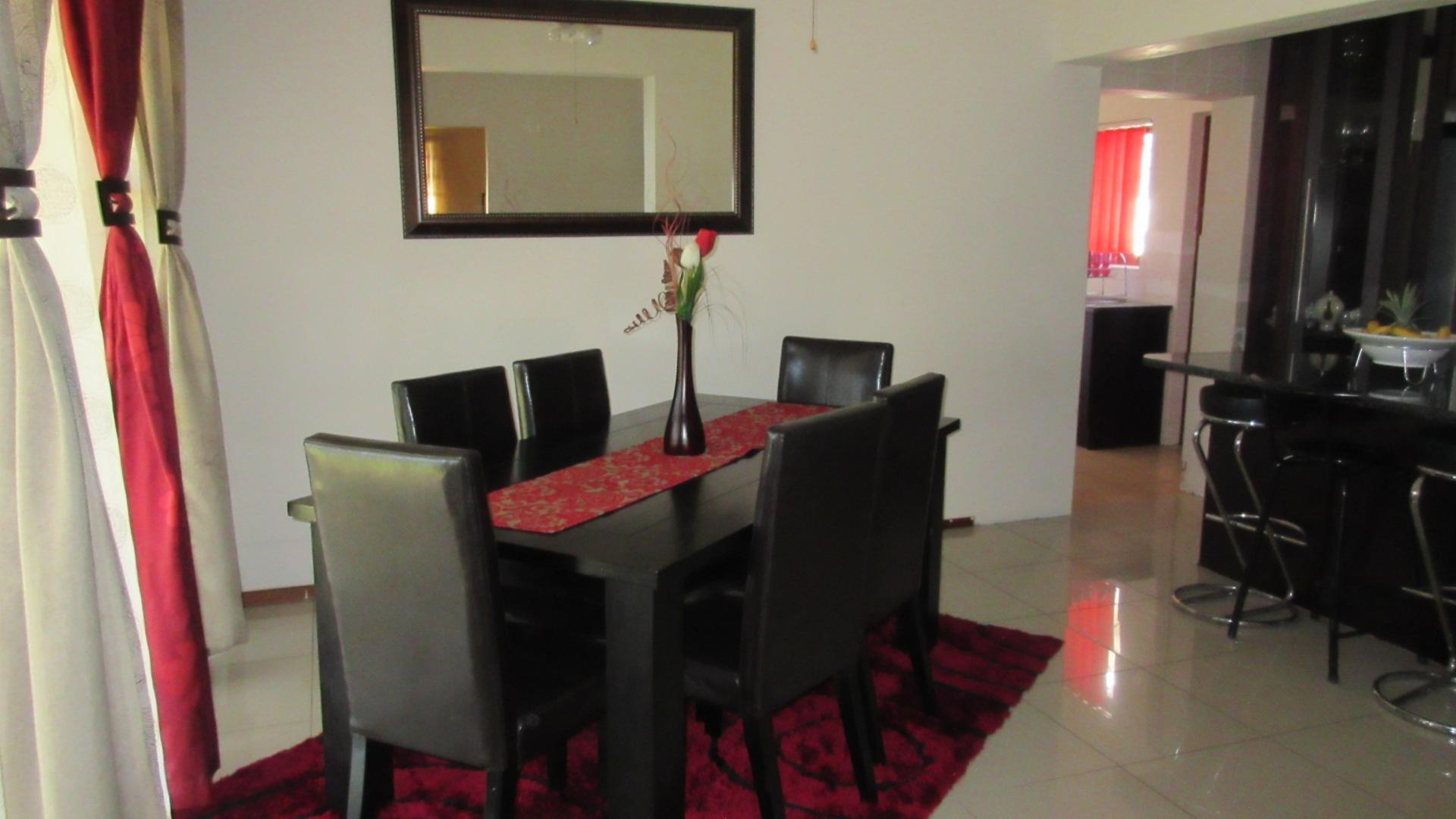 Dining Room of property in Kuils River