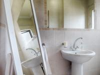 Guest Toilet - 3 square meters of property in Silverwoods Country Estate