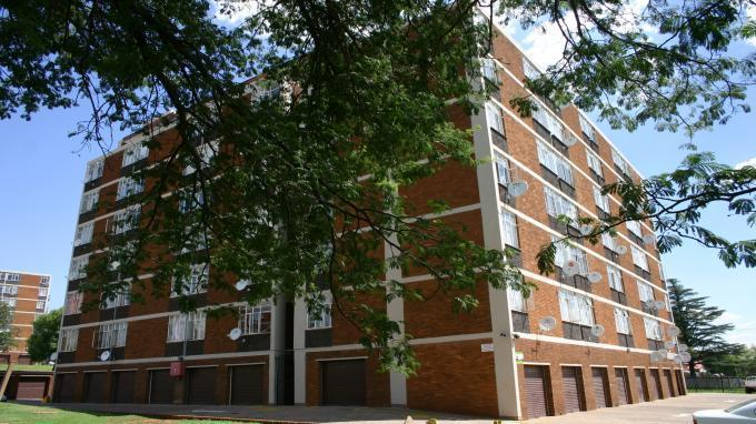 2 Bedroom Apartment For Sale in Kwaggasrand - Home Sell - MR140197